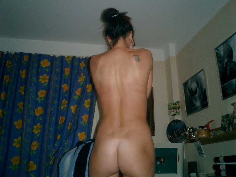 College Girls Nude in the Dorm
